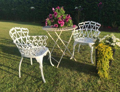 Dekoratīvie metāla krēsli